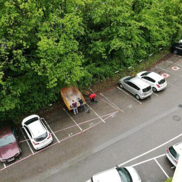 Team sisu Parkplatz mit Container